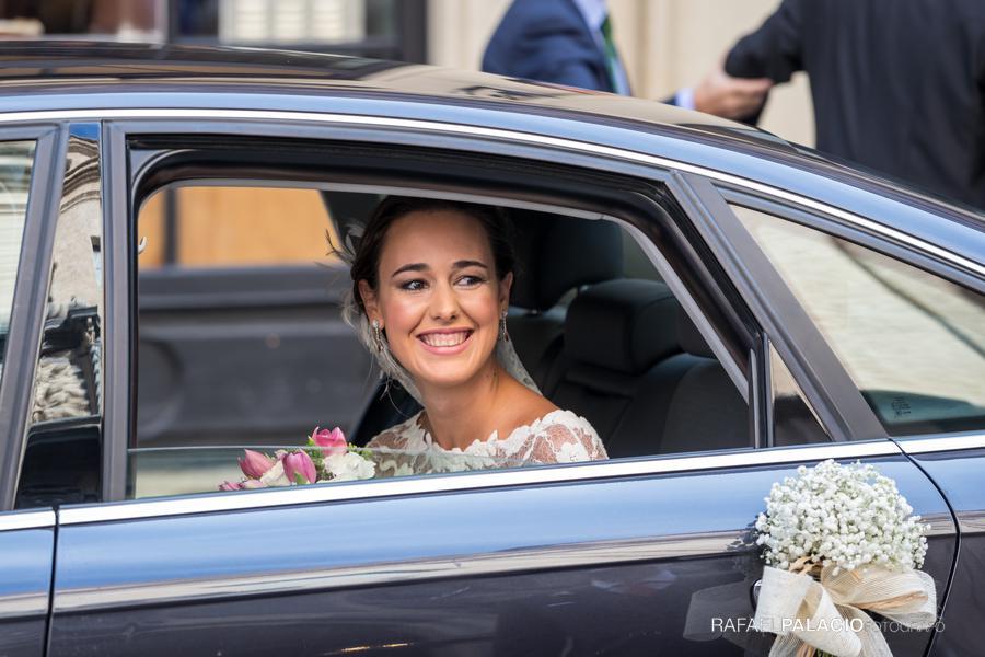 el coche llega la novia